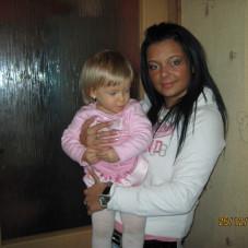 siostrzyczki Madzia i mała Oliweczka