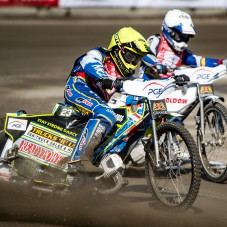 Chris Holder przed Nicki Pedersenem