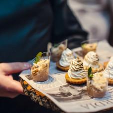 Desery: tarta cytrynowa z bezą i szarlotka z kruszonką
