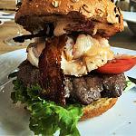 Burger wołowy z homarem