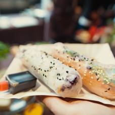 Spring rolls - sajgonki ze swieżymi warzywami i sosem