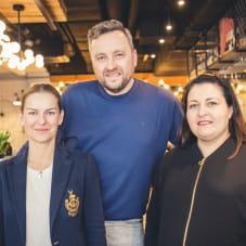 Katarzyna Bolda z właścicielami Seafood Station: Martą Lendzion i Januszem Kotańskim