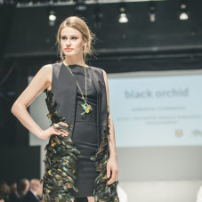 Kolekcja Black Orchid: moda: Dominika Czarnecka, biżuteria: Eliza