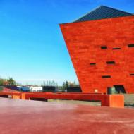 Muzeum II Wojny Światowej po wschodzie słońca