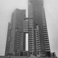 Zamglone wieże