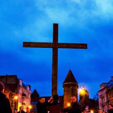 Gdańska Droga Krzyżowa - Krzyż na tle Baszty Jacek