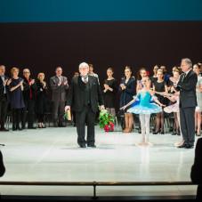 Bronisław Prądzyński -  dyrektor gdańskiej Szkoły Baletowej z laureatami i jury