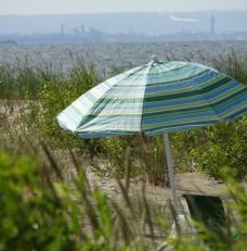 Sobieszewskie plażowanie z pięknym widokiem w tle