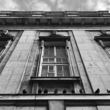 Elewacja opuszczonego Banku Polskiego