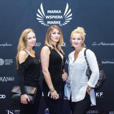 Marta Kłos ( w środku)