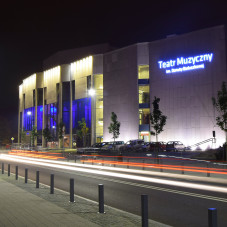 Teatr Muzyczny w Gdyni nocą