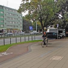 Kto nauczy rowerzystów prawidłowego korzystania ze ścieżek rowerowych?