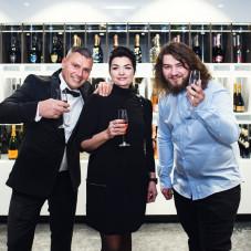Właściciel Rafał Sobczyk z żoną i synem.