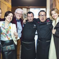 Szef kuchni Domenico Cubeddu z gośćmi