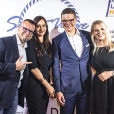 Piotr Kula z partnerką ( z lewej strony)