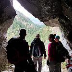 U wejścia do jaskini mylnej w Tatrach