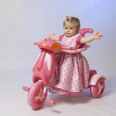 różowa dama i jej różowy pojazd