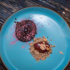 FONDANT czekoladowy fondant / powidła śliwkowe / kokos / granita śliwkowa / migdały