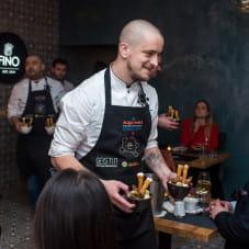Jacek Koprowski - jeden z szefów kuchni.