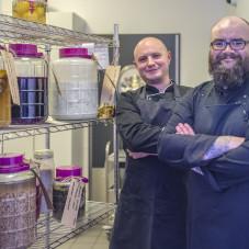 Szef kuchni: Janusz Małyszko oraz zastępca szefa kuchni:Andrzej Peszel