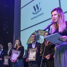 Podziękowania dla sponsorów wydarzenia. Na zdjęciu: Magdalena Hajdysz, rzecznik prasowy Gdańskiego Teatru Szekspirowskiego.