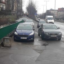 Zastawiony chodnik na Śląskiej w Gdyni