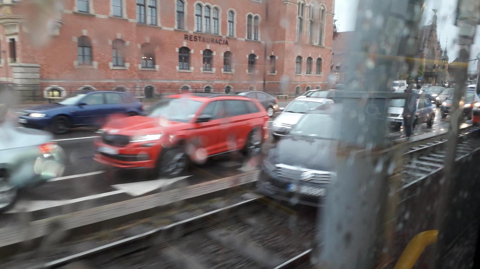 Samochód na torach
