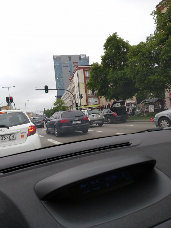 Zajęty prawy pas na Grunwaldzkiej we Wrzeszczu