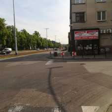 Stoją tramwaje na Hallera