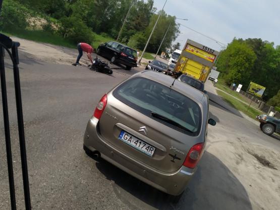 Wypadek z udziałem motocyklisty na Nowatorów