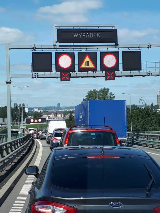 Wypadek przed tunelem w stronę Nowego Portu