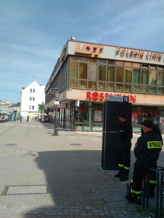 Alarm bombowy w budynku LOT