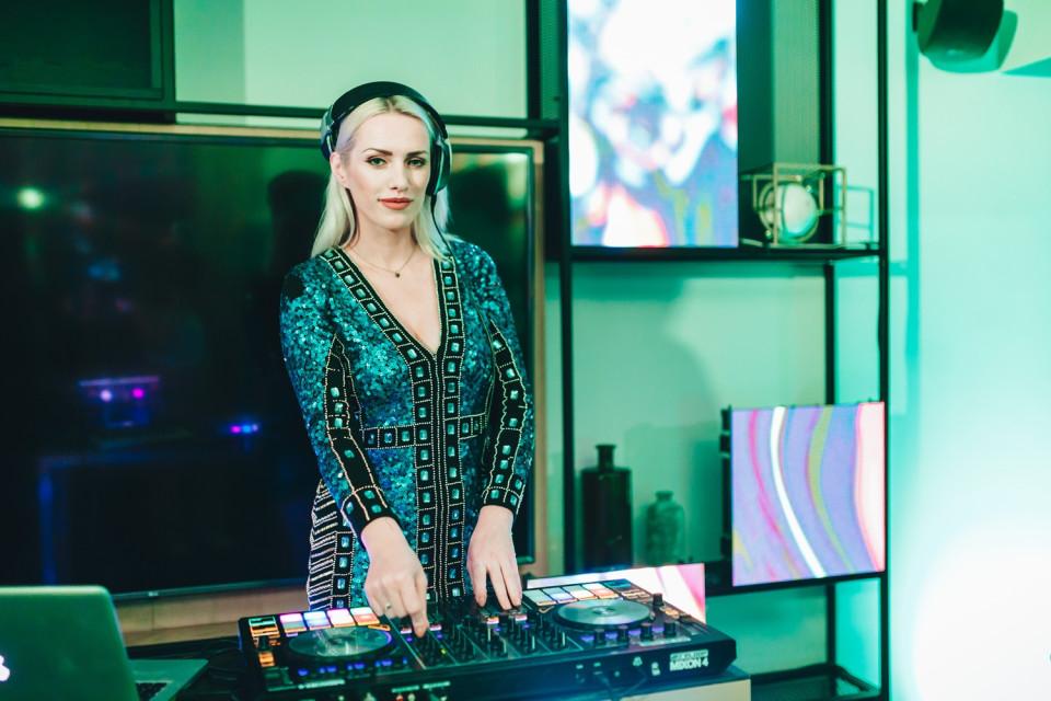 DJ'ka