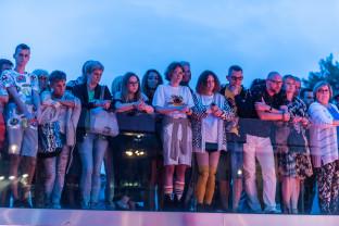 Nietypowy koncert na schodach Gdyńskiej Szkoły Filmowej