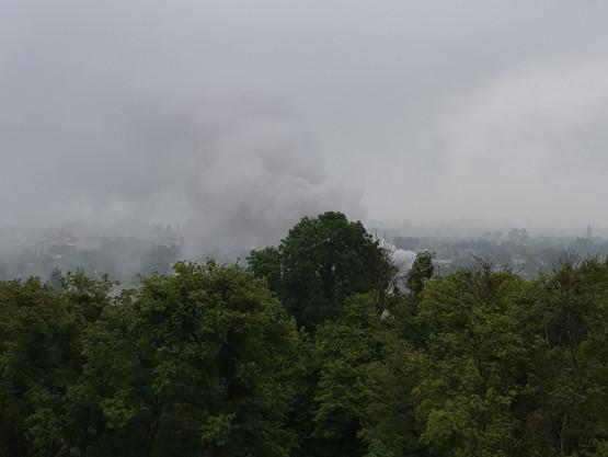 Słup dymu nad południowymi dzielnicani Gdańska