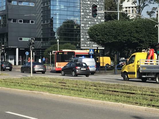 Wypadek z udziałem autobusu i pieszej