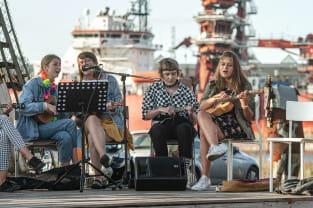 Piknik z ukulele i widokiem na stocznię