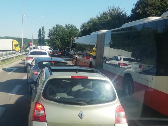 Wypadek na Potokowej z udziałem motoru, ciężarówki i auta
