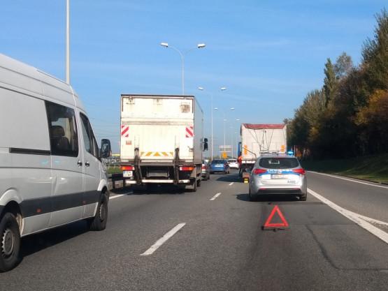 Zepsuta ciężarówka korkuje obwodnicę do Gdyni
