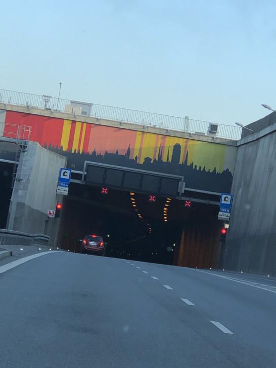 Zamknięty tunel w stronę Trasy Sucharskiego