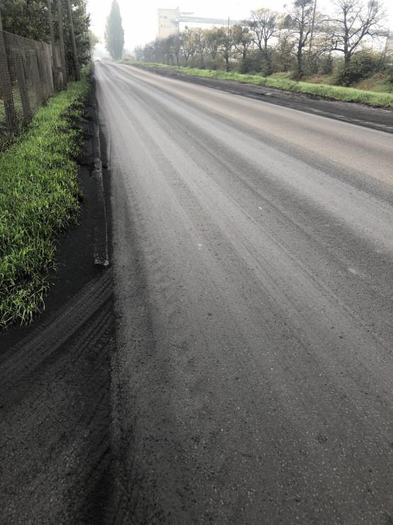 Pył węglowy zalega na ul. Ku Ujściu w Gdańsku