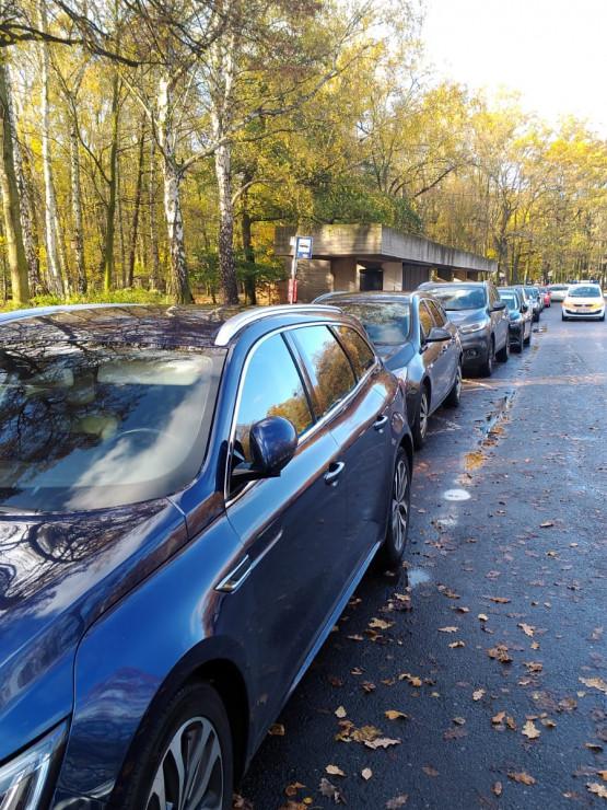 Auta blokują przystanek przy Westerplatte