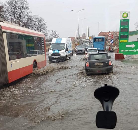 Awaria wodociągowa na Trakcie św. Wojciecha