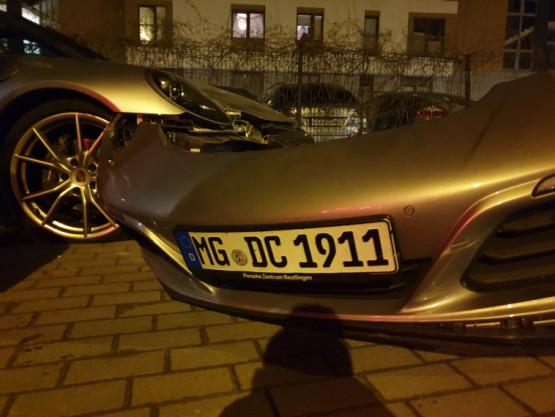 Samochód wjechał w przystanek przy ul. M