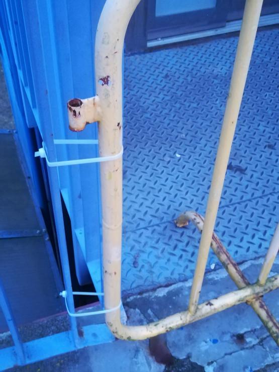 Osobliwe zabezpieczenie windy na Odrzańskiej w Gdańsku