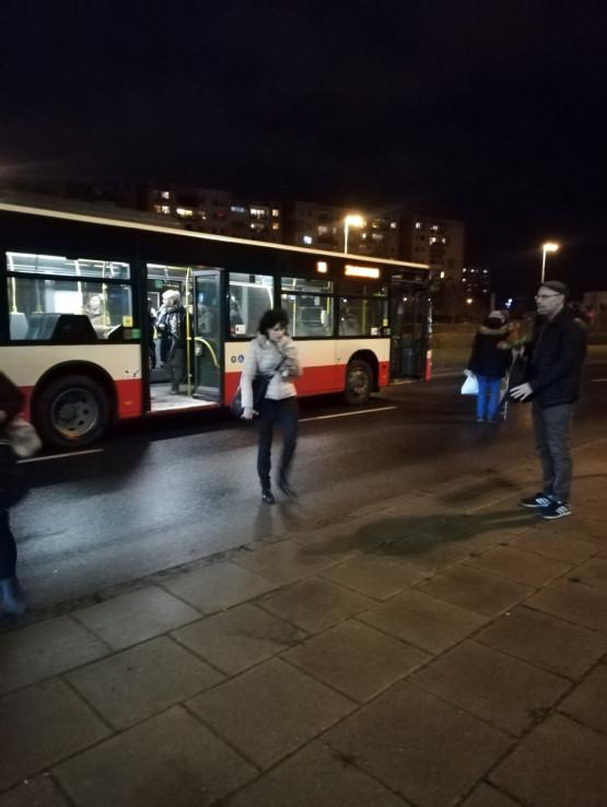 Autobus zderzył się z osobówką