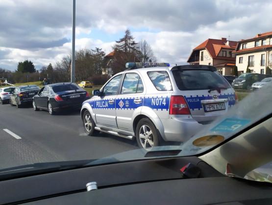 Kolizja 3 aut na al. AK na Chełmie