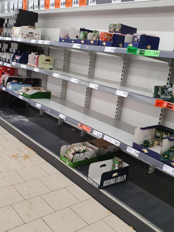 Puste półki w Lidlu w Brzeźnie