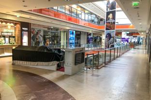 Jakie sklepy są otwarte w centrach handlowych?