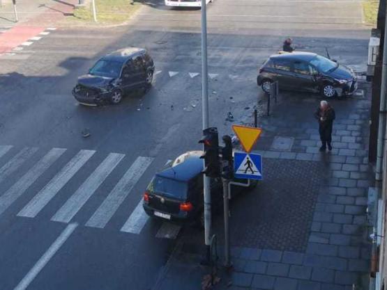 Stłuczka na skrzyżowaniu Hallera i Kościuszki